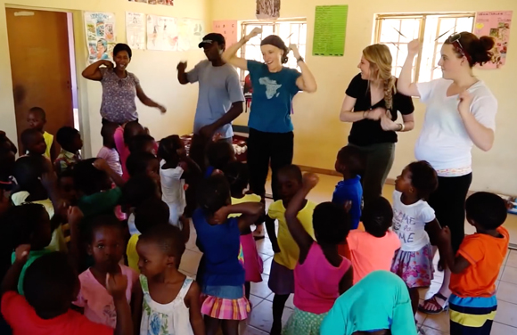(vidéo) Healthcare Teaching & Community Support Project St Lucia South Africa